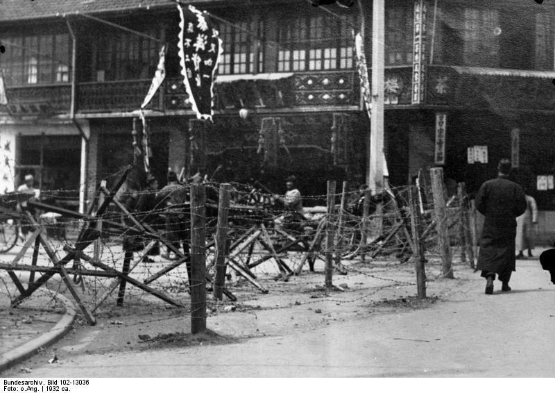 File:Bundesarchiv Bild 102-13036, Shanghai, Drahtsperren um Europäerviertel.jpg