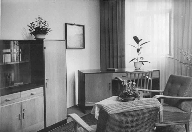 Retro Wohnzimmer Wohnen Wie Früher: File:Bundesarchiv Bild 183-05727-0004, Leipzig, Messe