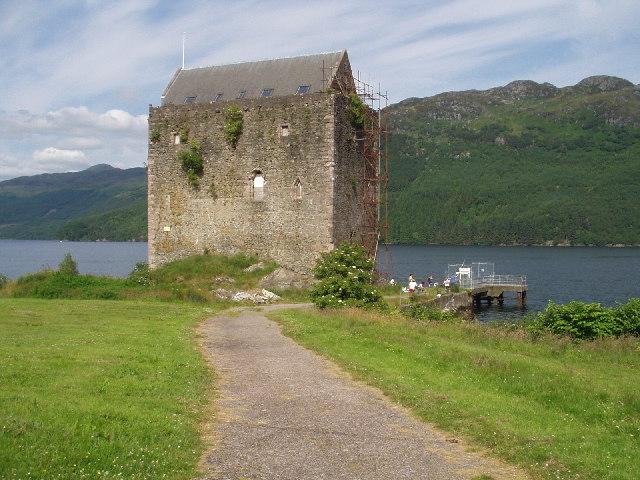 File:Carrick Castle.jpg