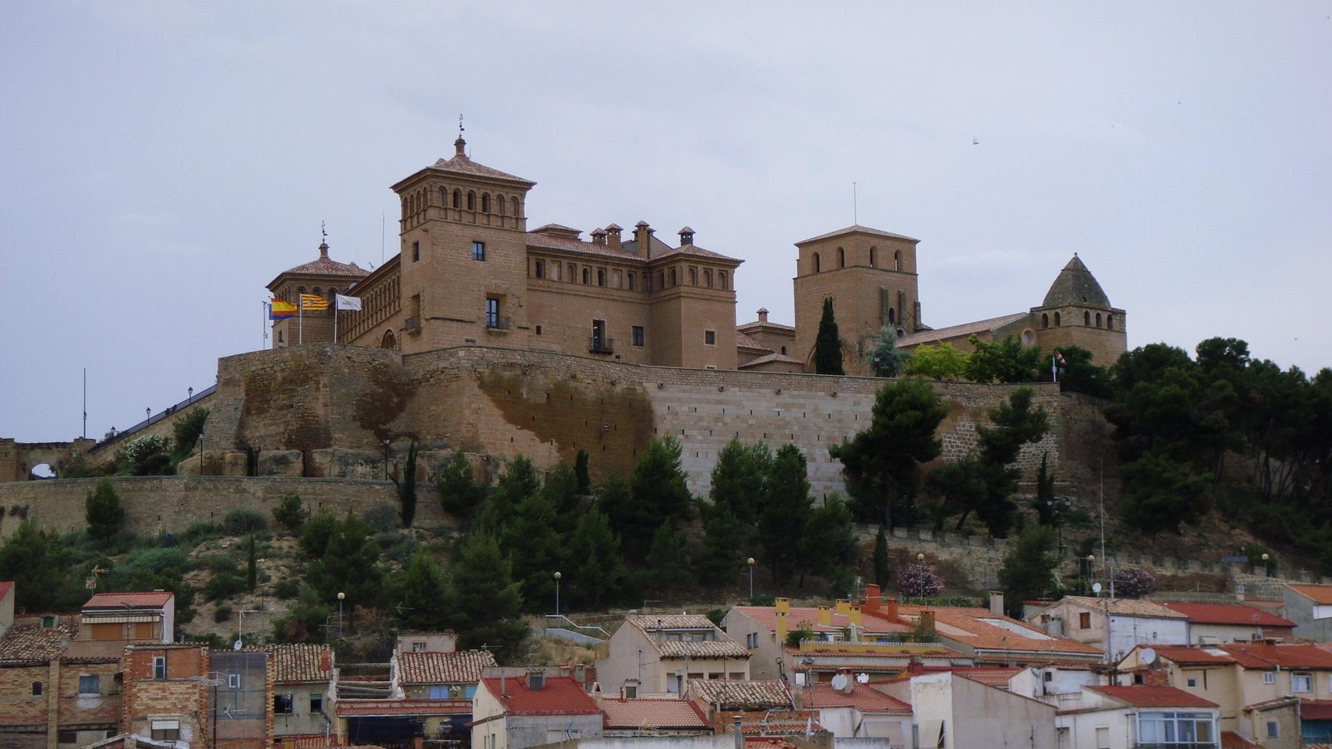 Alcaniz Spain  city photo : Castillo de Alcañiz, Teruel Spain Wikimedia Commons