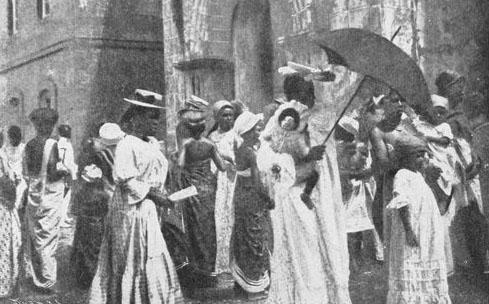 Corisco-Saliendo de misa-1910.jpg