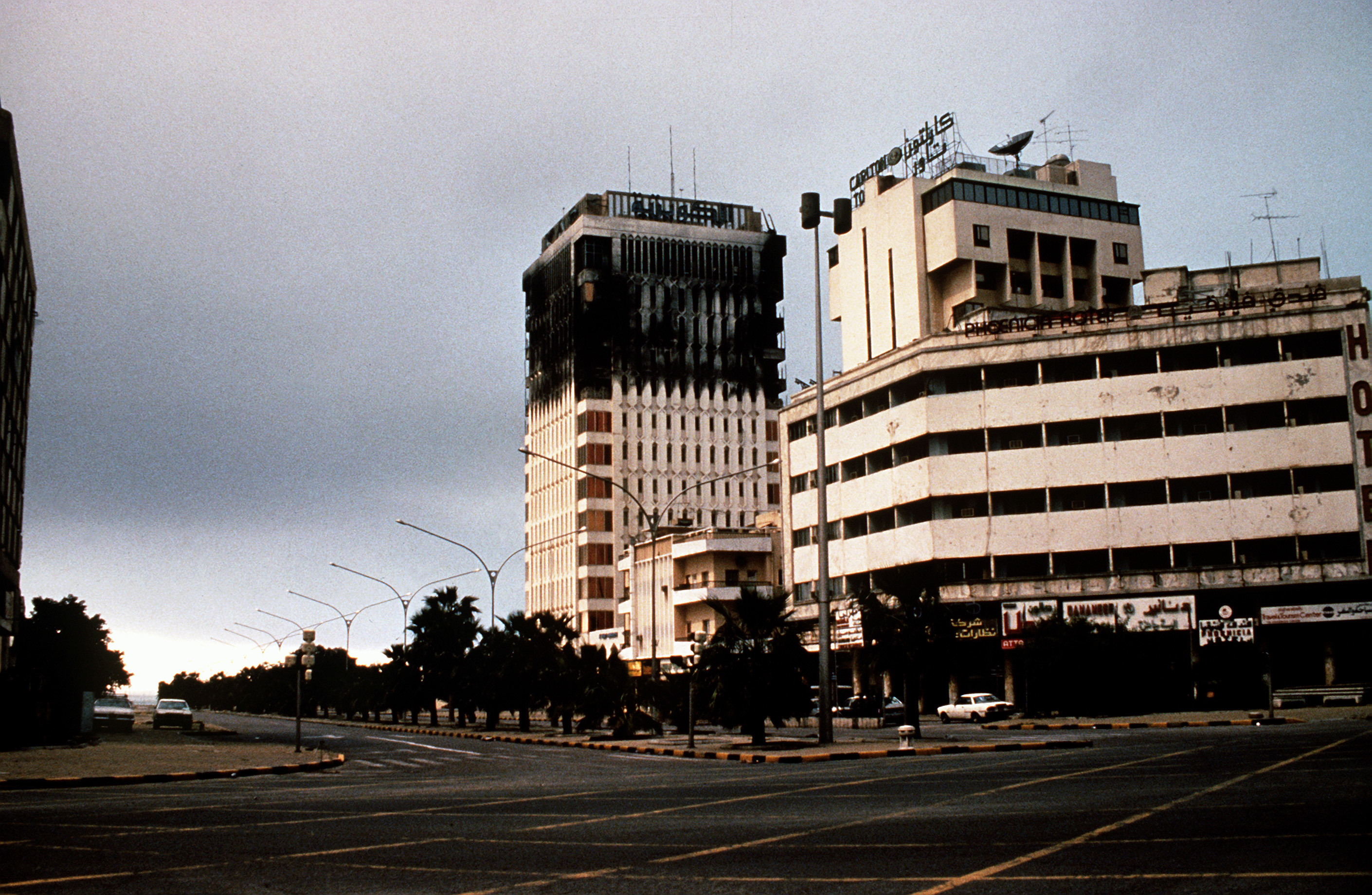 Damaged_building_in_Kuwait_City_1991_DA-