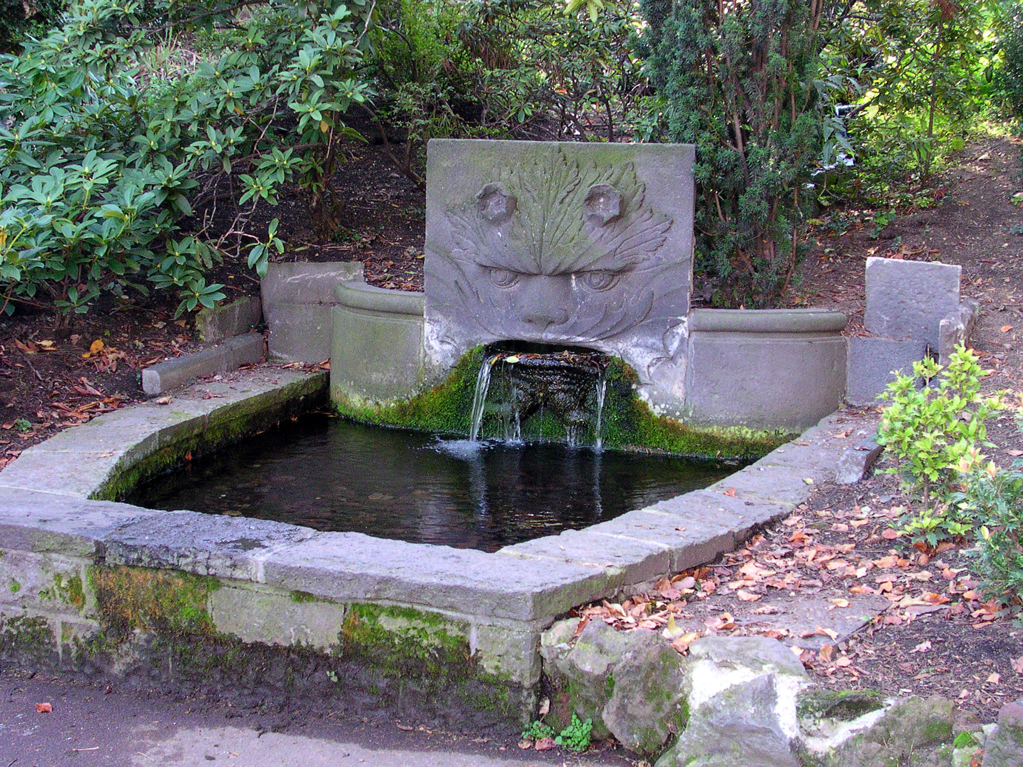 File fontaine genie des wikimedia commons for Jardin lecoq