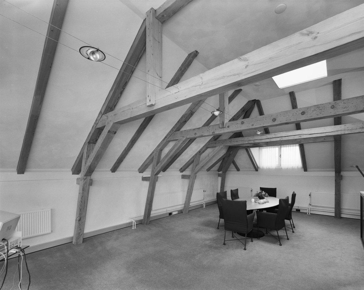 File Interieur, zolder met houten balken,   Zeist   20368984   RCE jpg   Wikimedia Commons