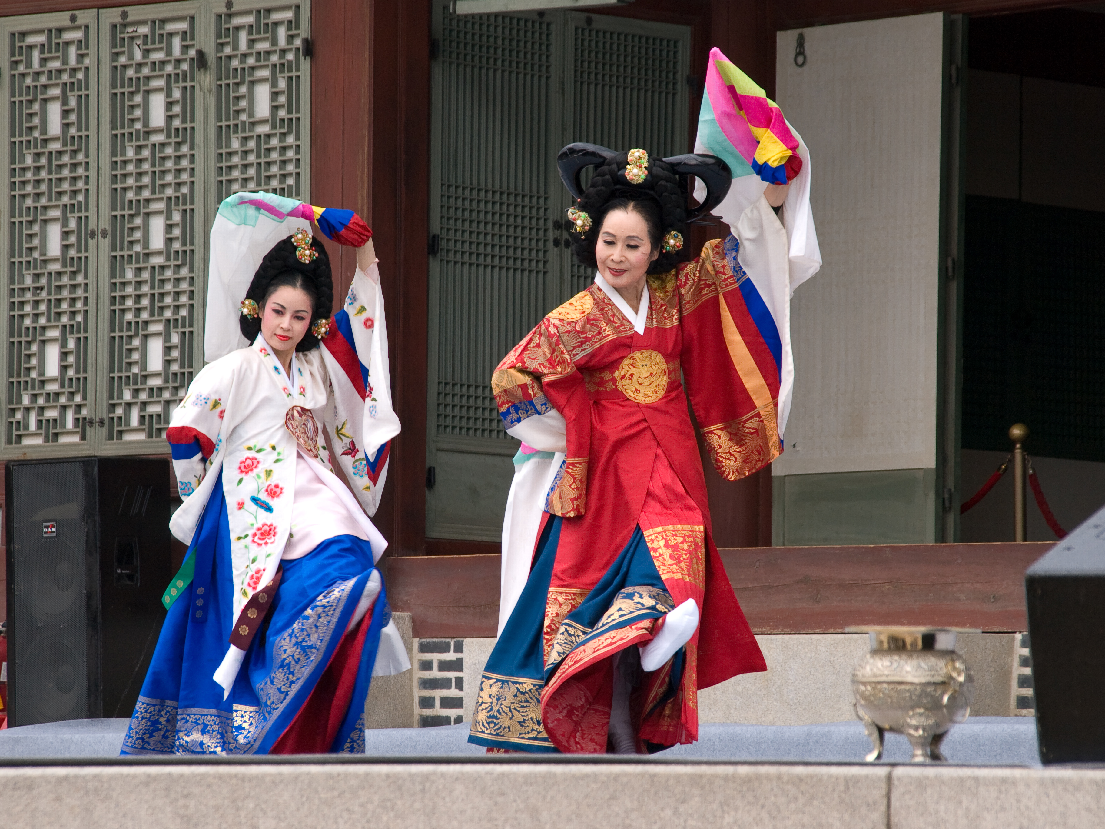 an analysis of traditional music and dances in the korean culture The chinese folk dances are rich and varied traditional chinese music when one speaks of folk dances in connection with chinese culture.