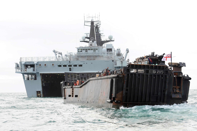 hms bulwark l 15 albion class landing platform dock amphibious ...