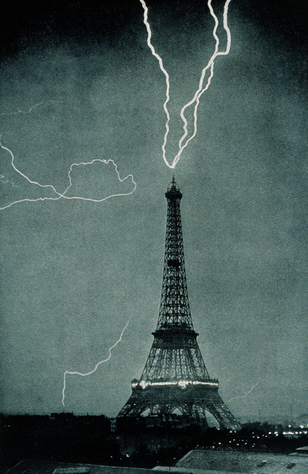 Lightning strikes the Eiffel Tower