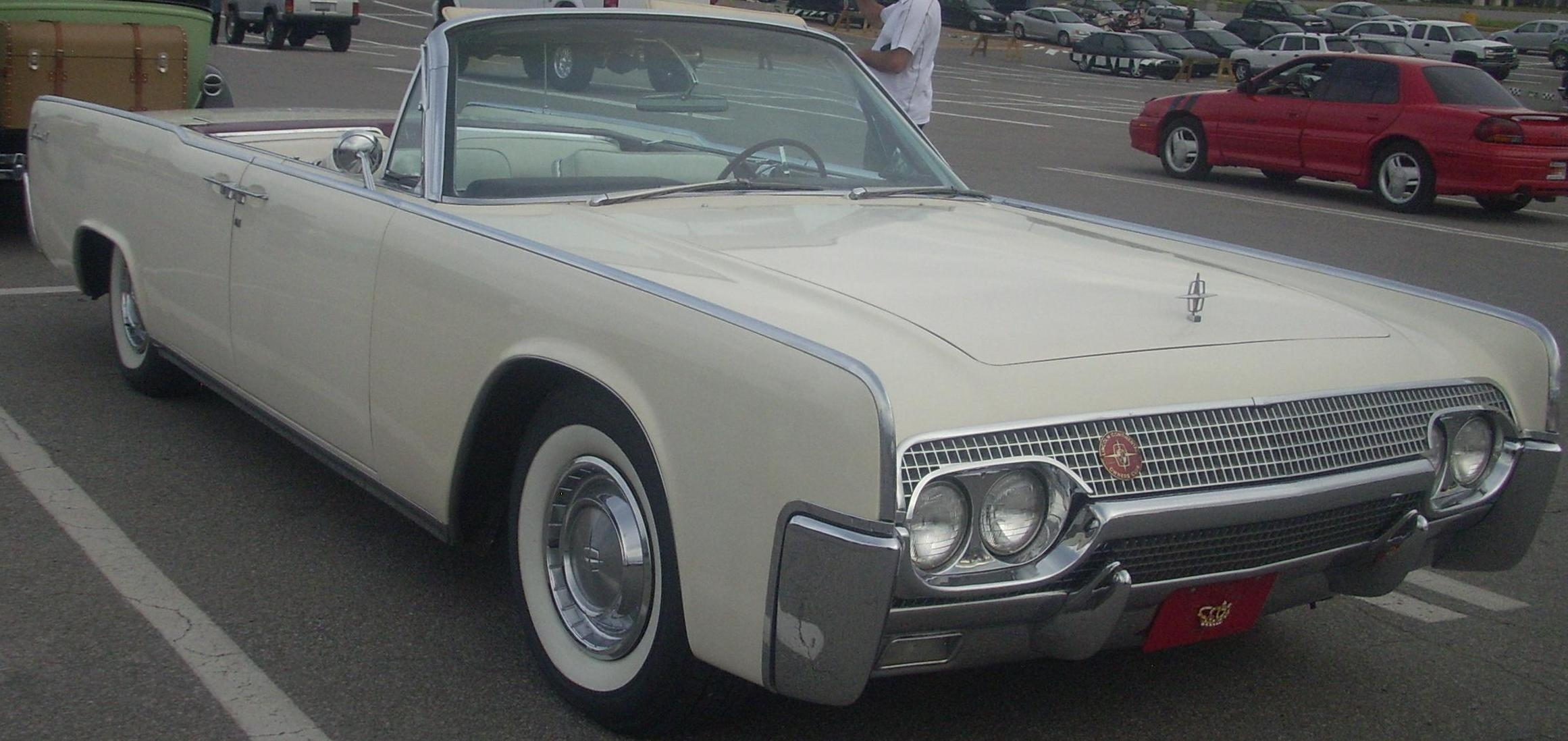 Lincoln_Continental_Convertible_(Les_chauds_vendredis_ Fascinating Lincoln Continental Used In Hit and Run Cars Trend