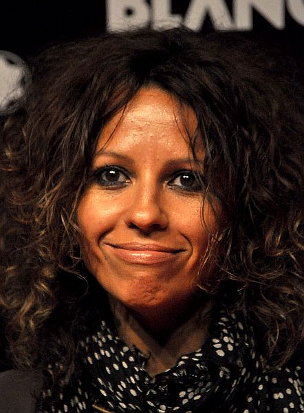 The 53-year old daughter of father (?) and mother(?) Linda Perry in 2018 photo. Linda Perry earned a  million dollar salary - leaving the net worth at 18 million in 2018
