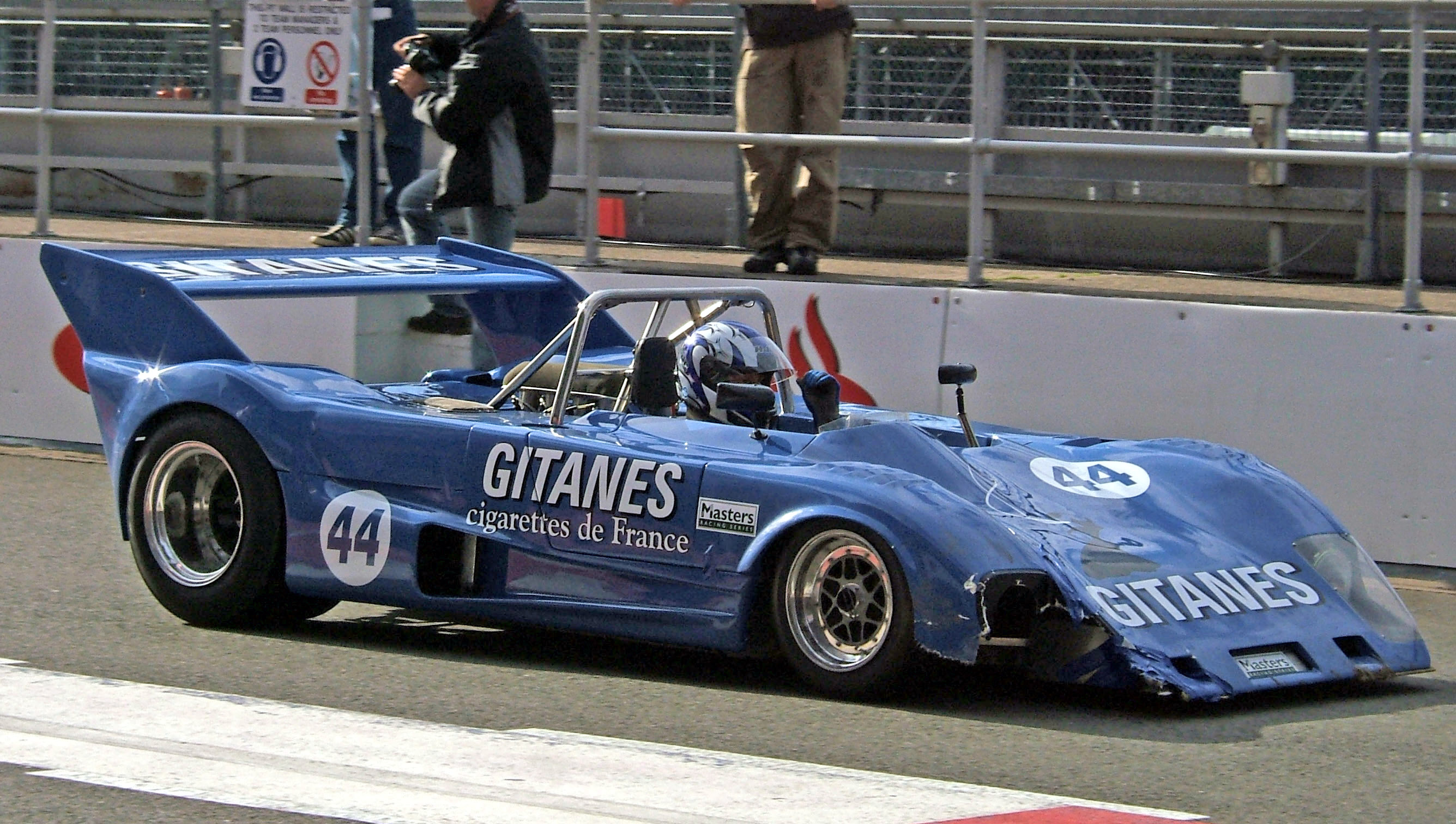Lola_T280_Silverstone_pits.jpg