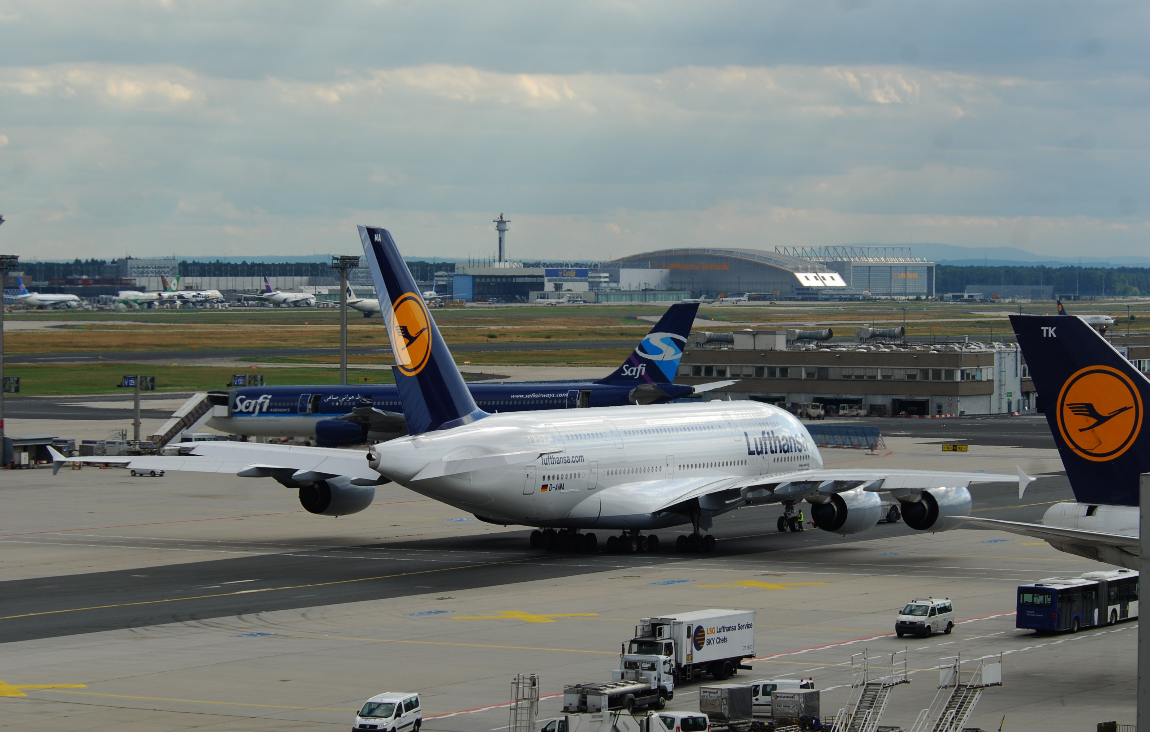 file lufthansa airbus a380 800 d aima fra 585bx 4878344567 jpg wikimedia commons. Black Bedroom Furniture Sets. Home Design Ideas