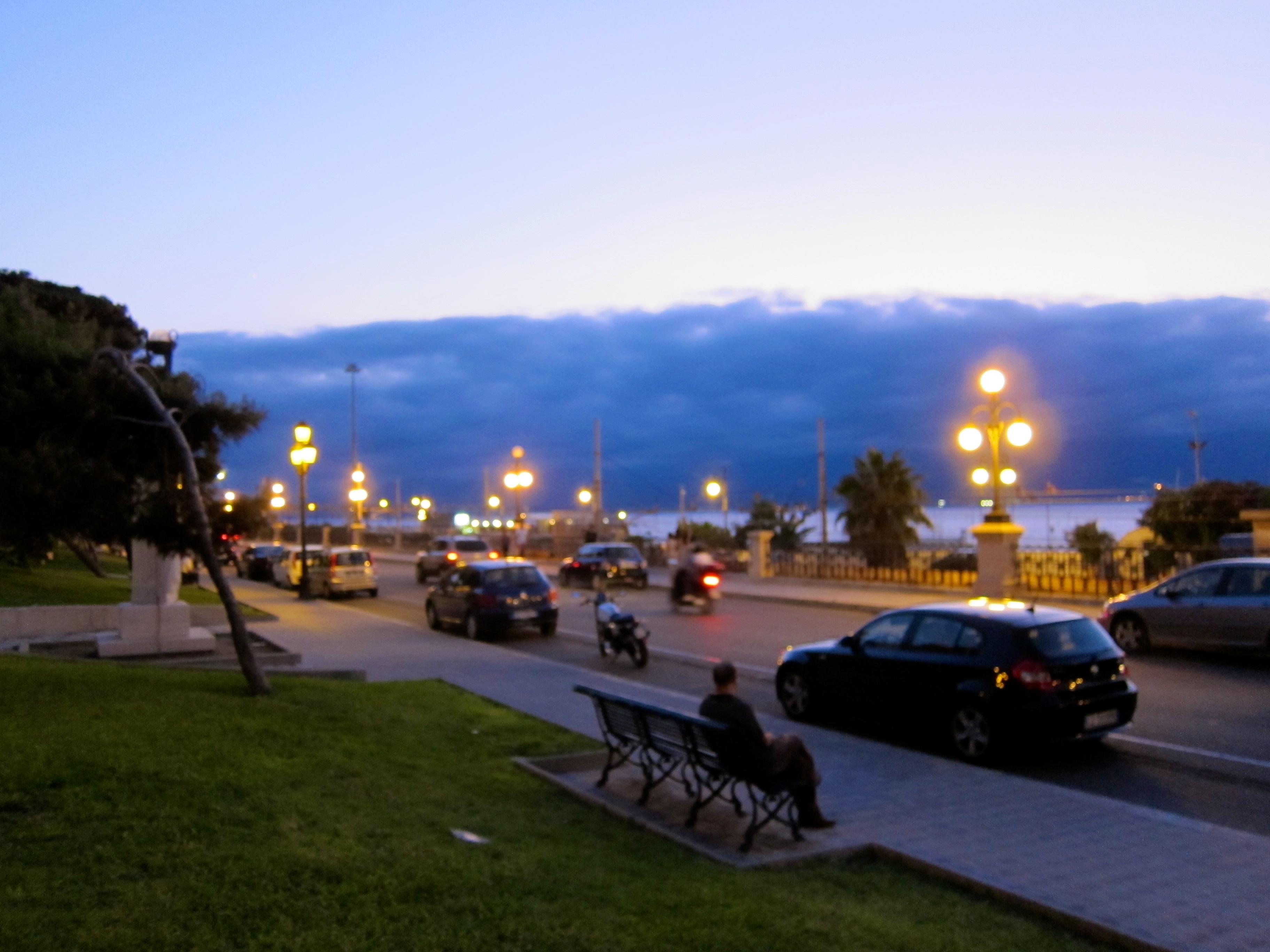 File:Lungomare Falcomatà in the evening - Reggio Calabria, Italy - 7 ...