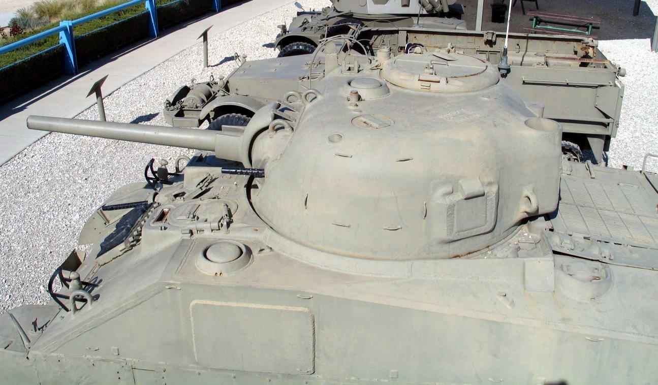 M4A4-Sherman-latrun-6.jpg