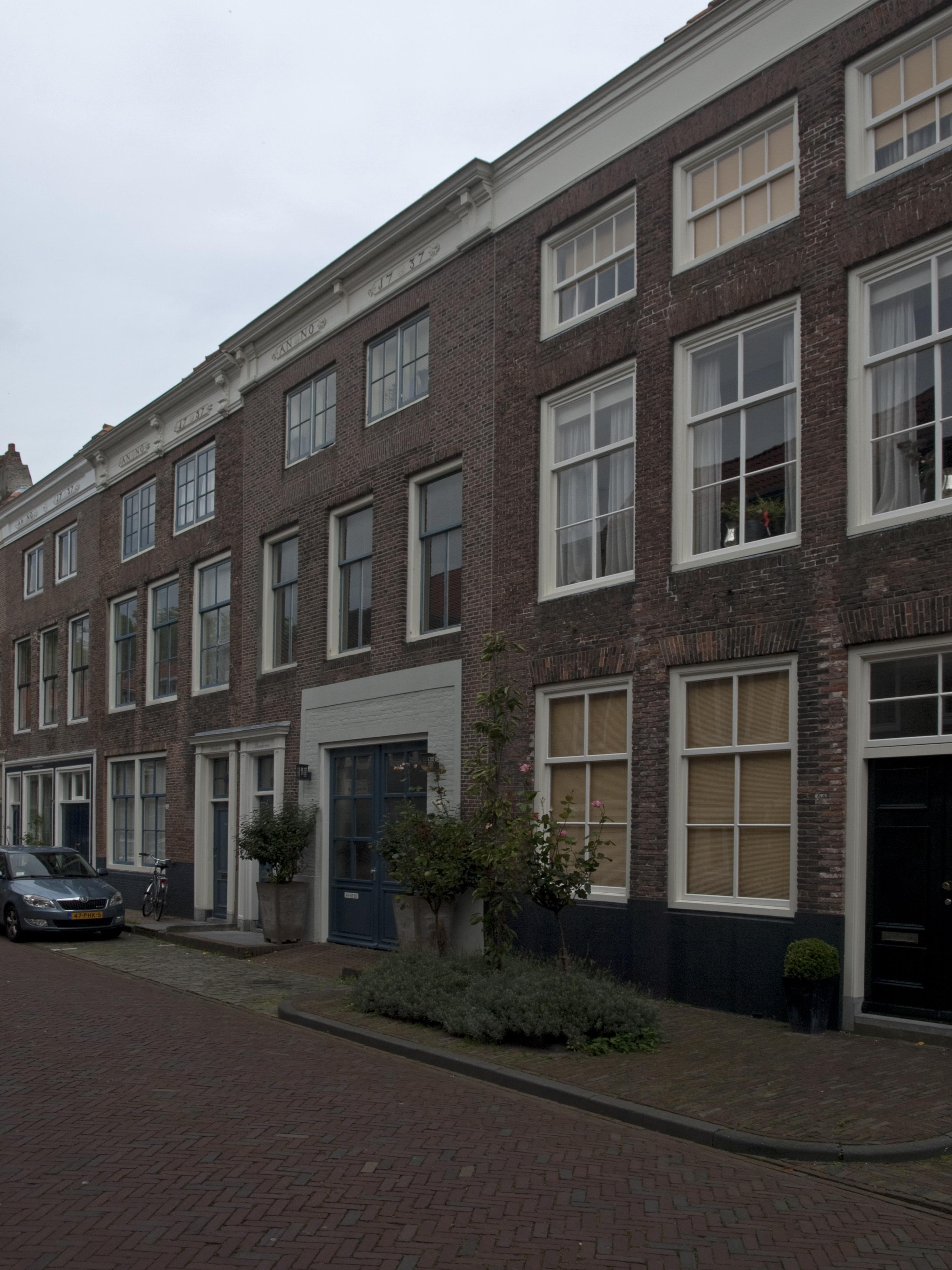 Huis met lijstgevel in lijst gedateerd 1737 in middelburg for Lijst inrichting huis