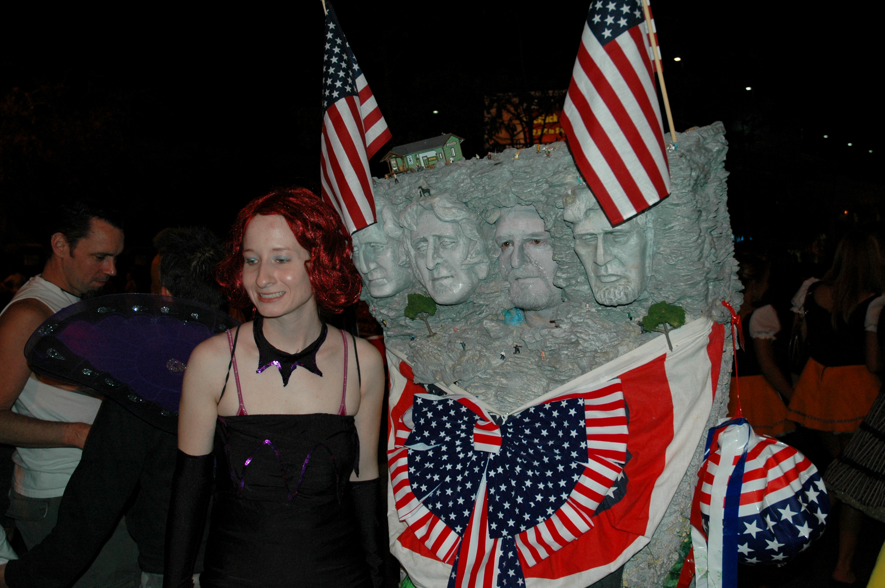 File:Milda Harris and Mt Rushmore - 2005 West Hollywood Halloween ...