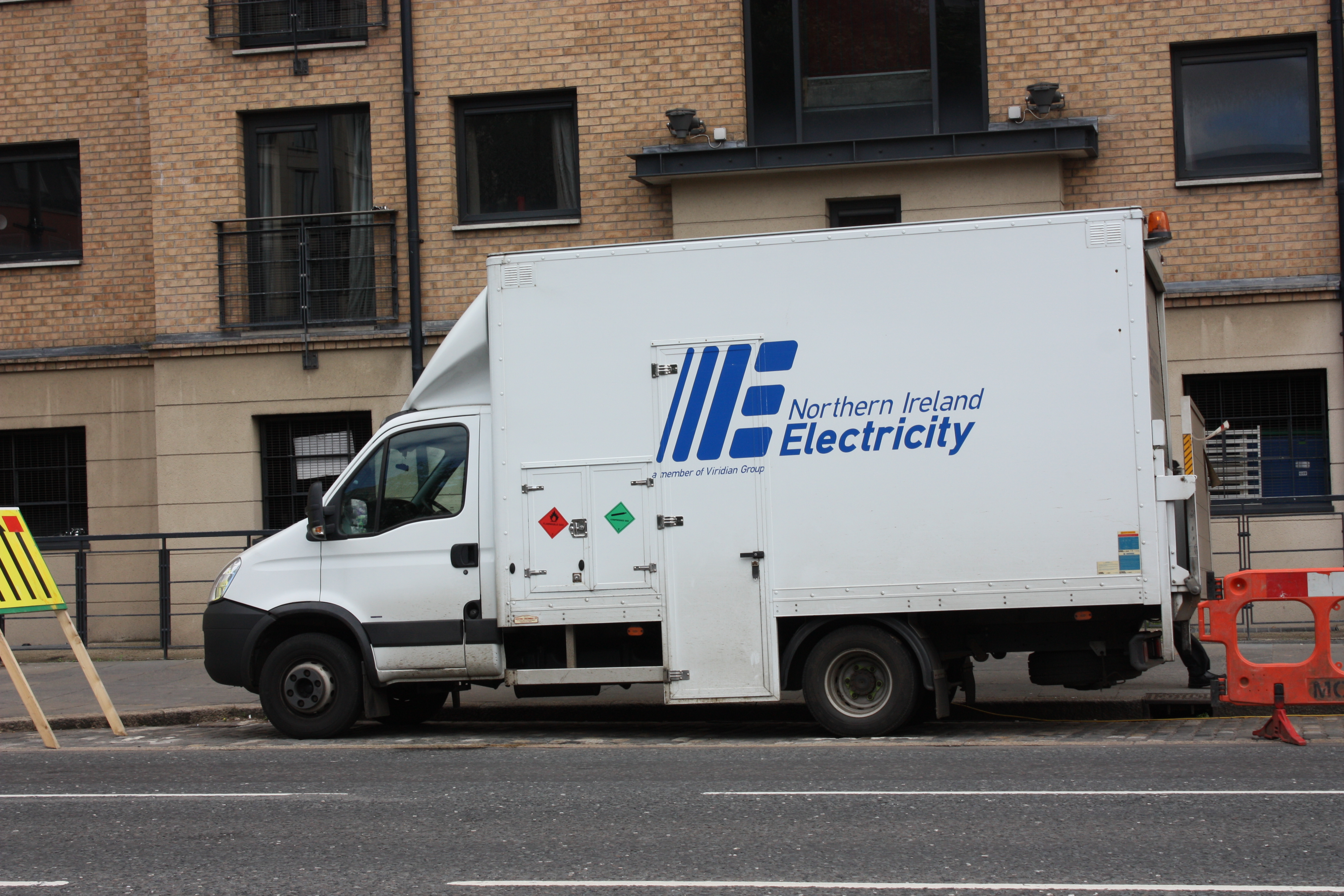 File:Northern Ireland Electricity van, Belfast, July 2006.JPG ...