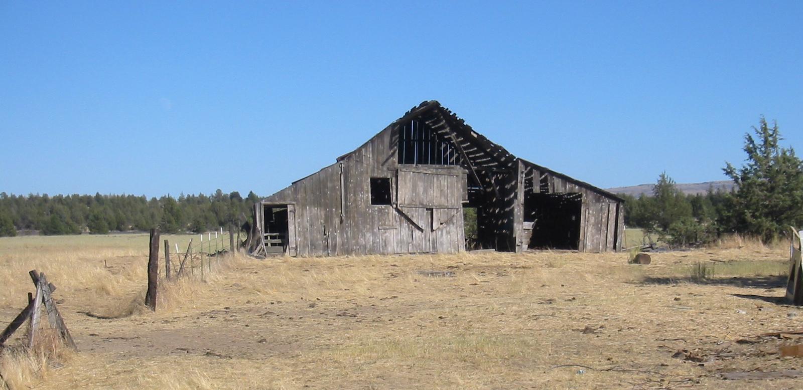 File Old Barn In Wasco County Oregon Jpg Wikipedia