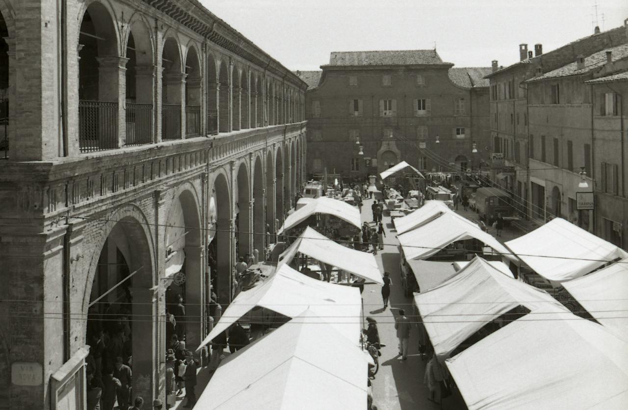 File:Paolo Monti - Servizio fotografico (Meldola, 1973 ...