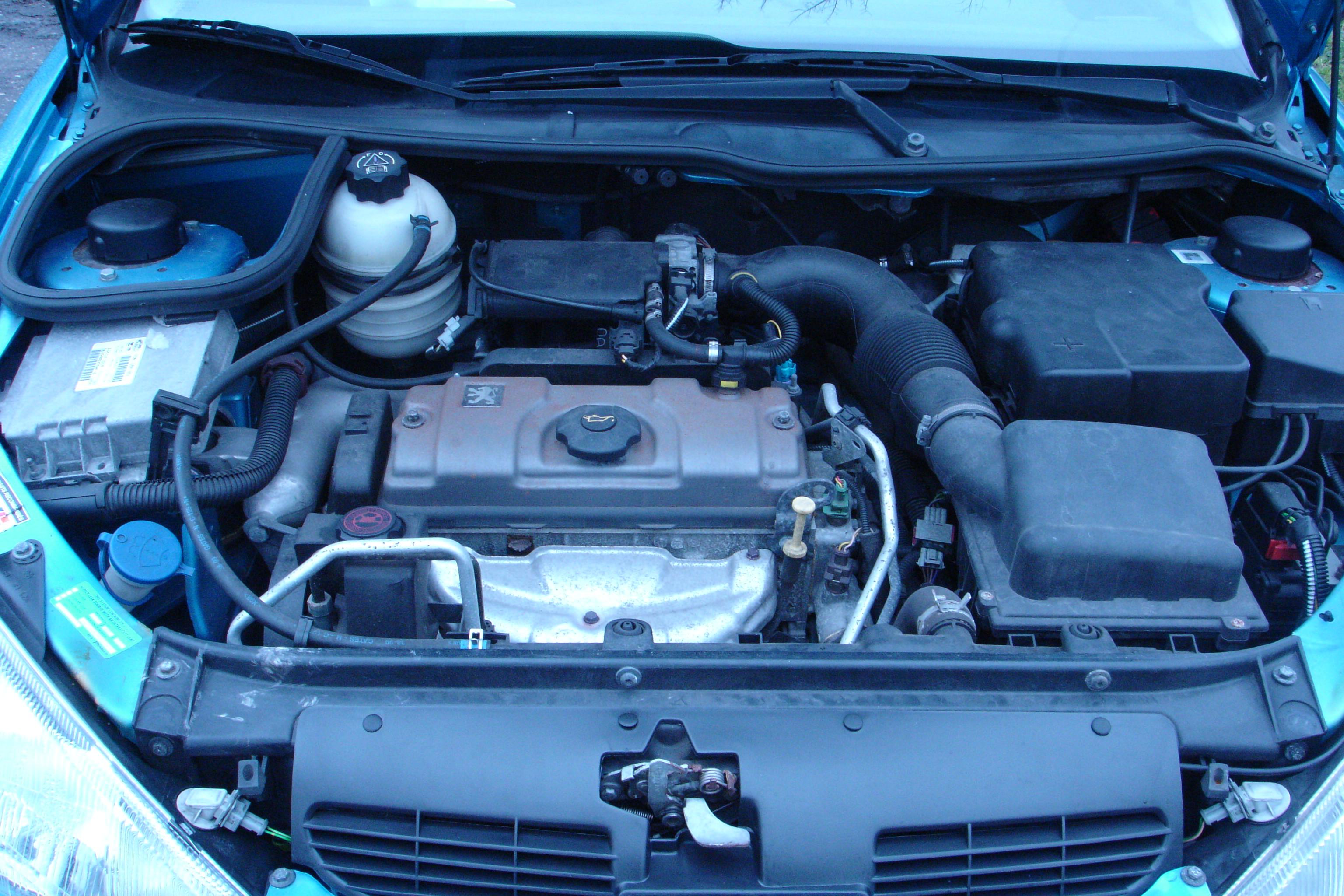 File:Peugeot 206 1999 Hatchback 1.1 TU1JP(HFZ) 06.JPG