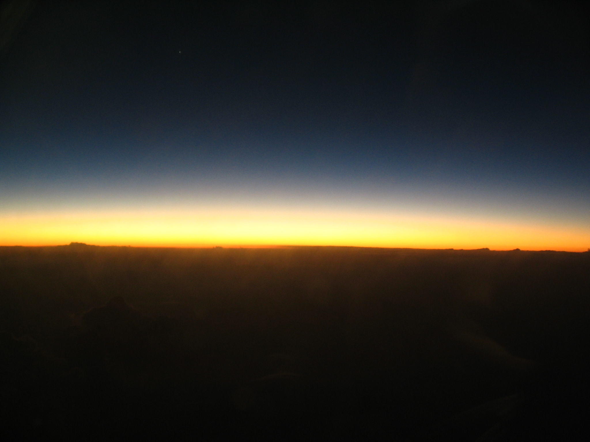 File:Post-sunset horizon from aircraft.JPG - Wikimedia Commons