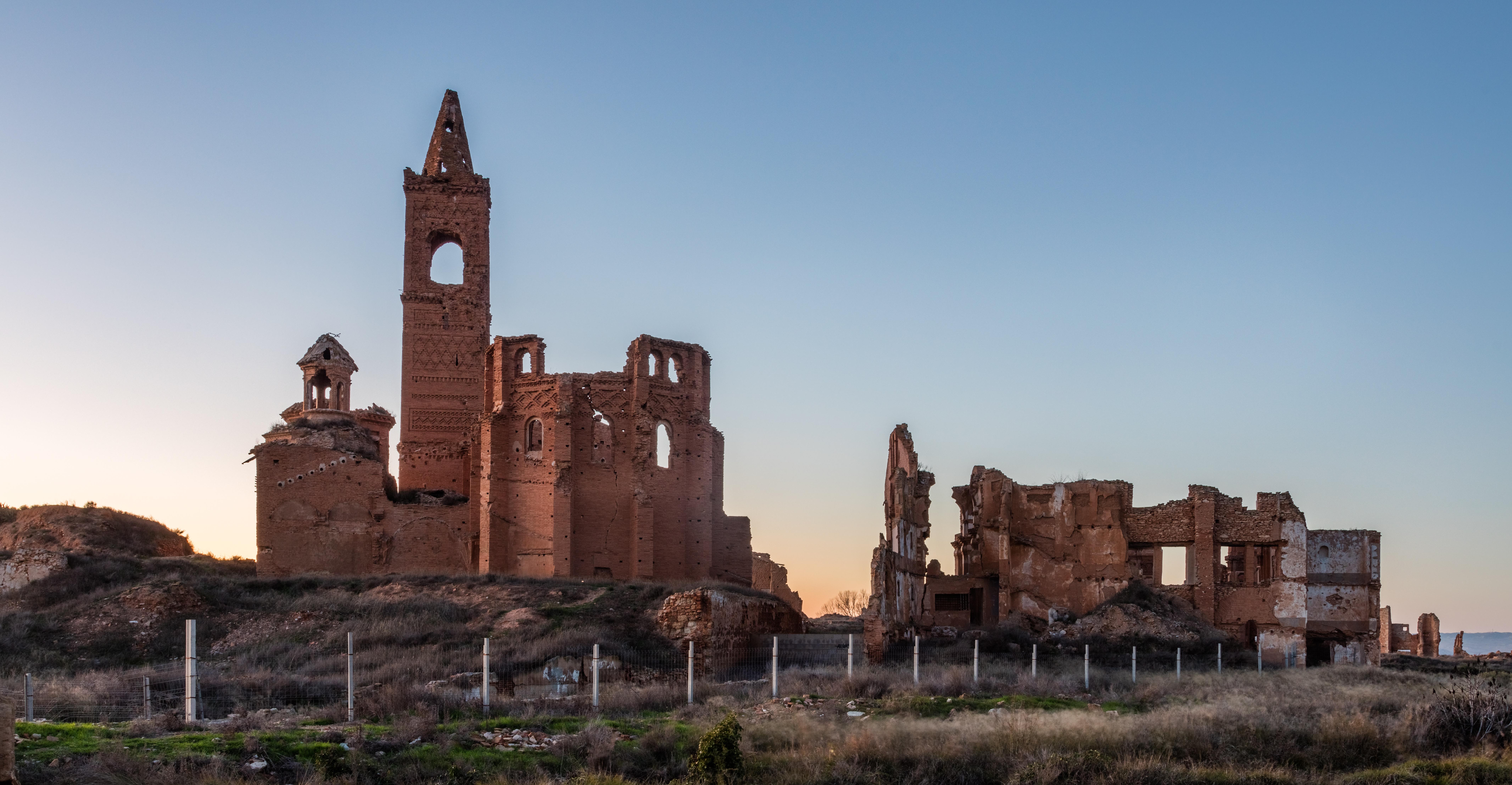 Archivo:Pueblo viejo de Belchite, Zaragoza, España, 2017-01-04, DD ...