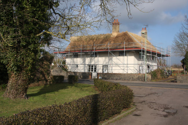 File:Re-thatching at Icklingham - geograph.org.uk - 1137958.jpg