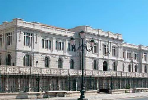 File:Reggio Calabria Palazzo Zani Lungomare.jpg
