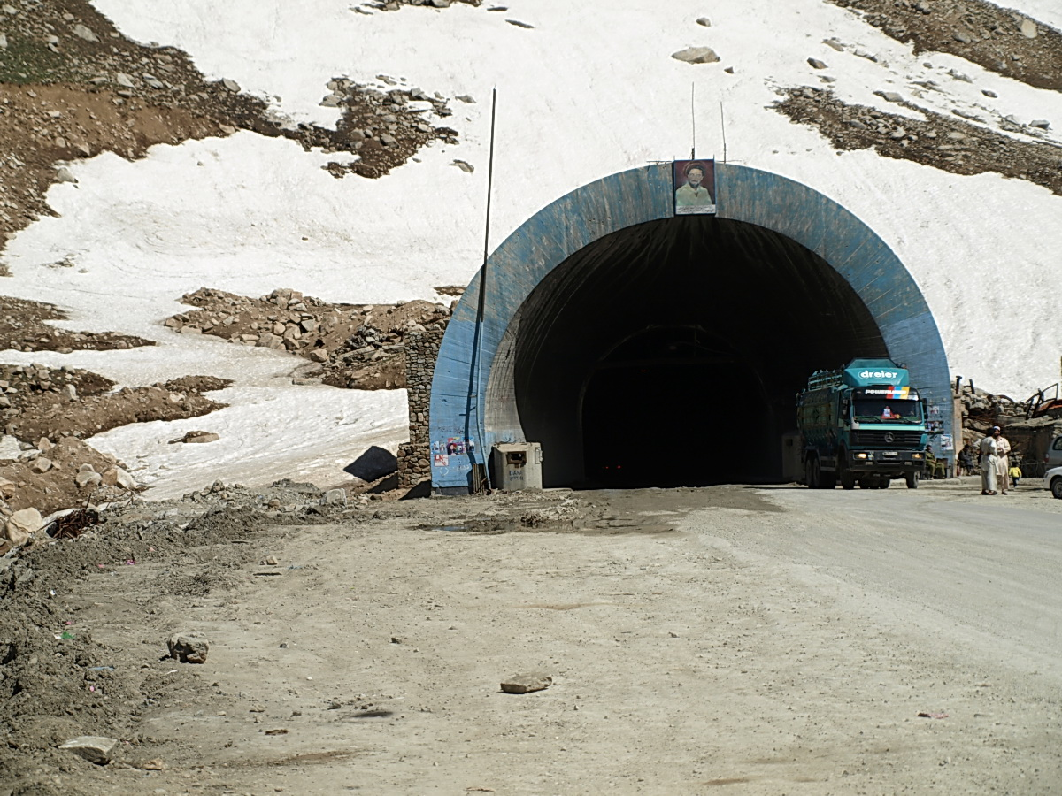 Scores Die in Avalanches on Afghan Mountain Pass - The New York Times