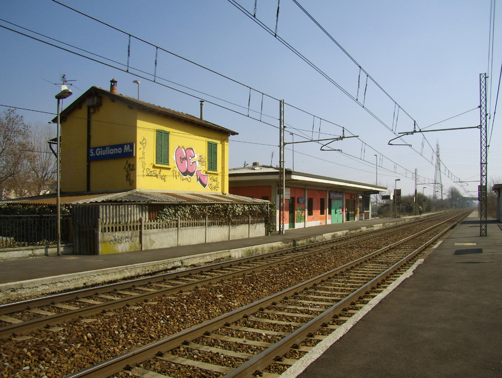 San giuliano milanese railway station wikipedia for Arredamento san giuliano milanese