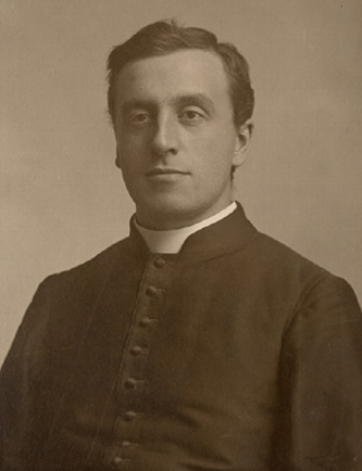 Titre original :    Description Stanislas-Alfred Lortie, Roman Catholic priest, professor, and author Date c.1900 Source This image is available from the Bibliothèque et Archives nationales du Québec under the reference number P560,S2,D1,P816 This tag does not indicate the copyright status of the attached work. A normal copyright tag is still required. See Commons:Licensing for more information. Boarisch | Česky | Deutsch | Zazaki | English | فارسی | Suomi | Français | हिन्दी | Magyar | Македонски | Nederlands | Português | Русский | Tiếng Việt | +/− Author Livernois