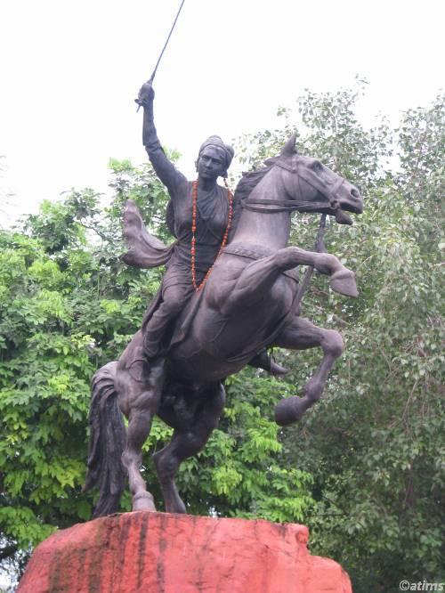 file statue of maharani laxmi bai samadhi gwalior panoramio jpg