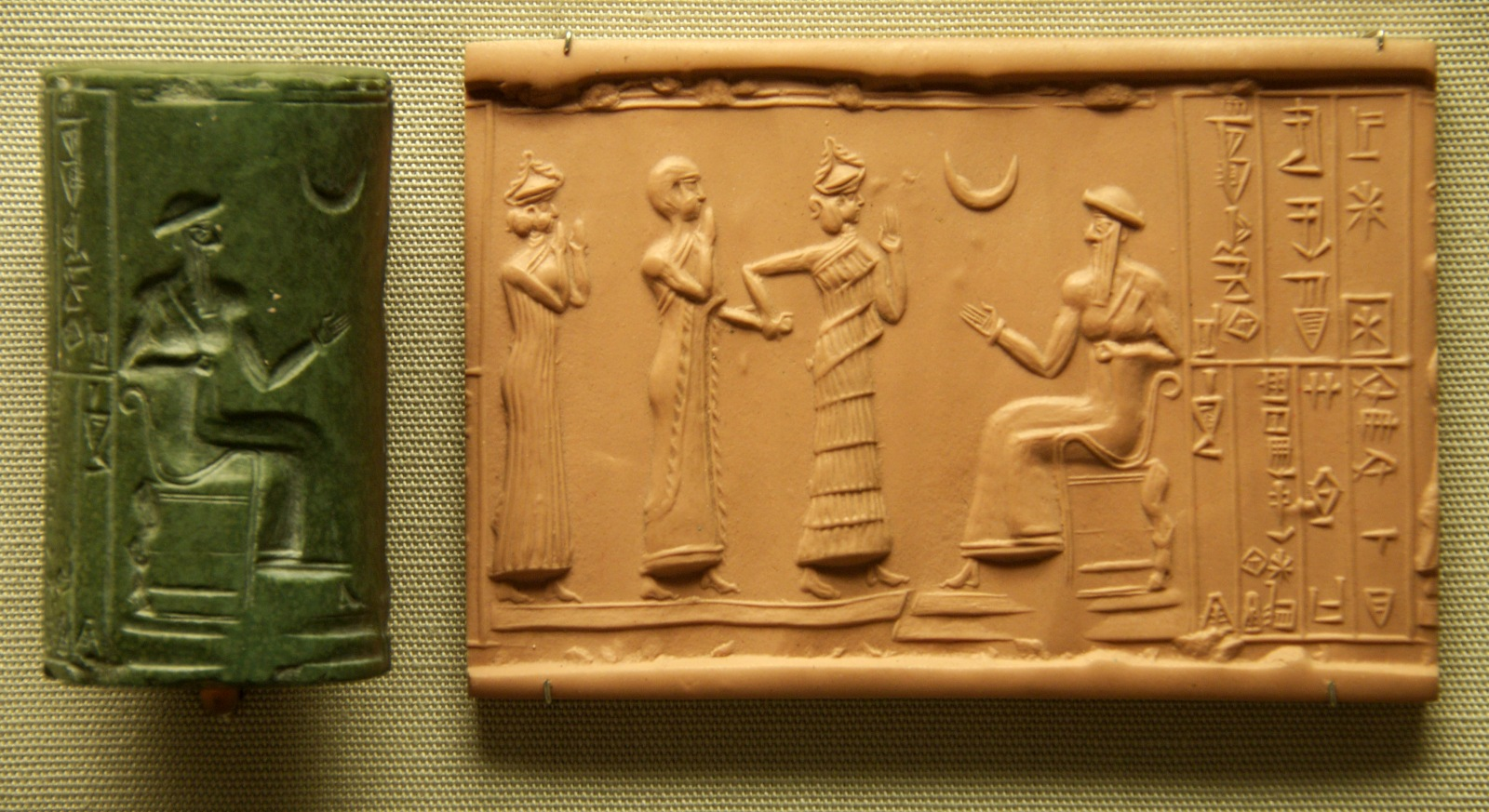 Ficheiro:Sumerian Cylinder Seal of King Ur-Nammu.jpg – Wikipédia, a  enciclopédia livre