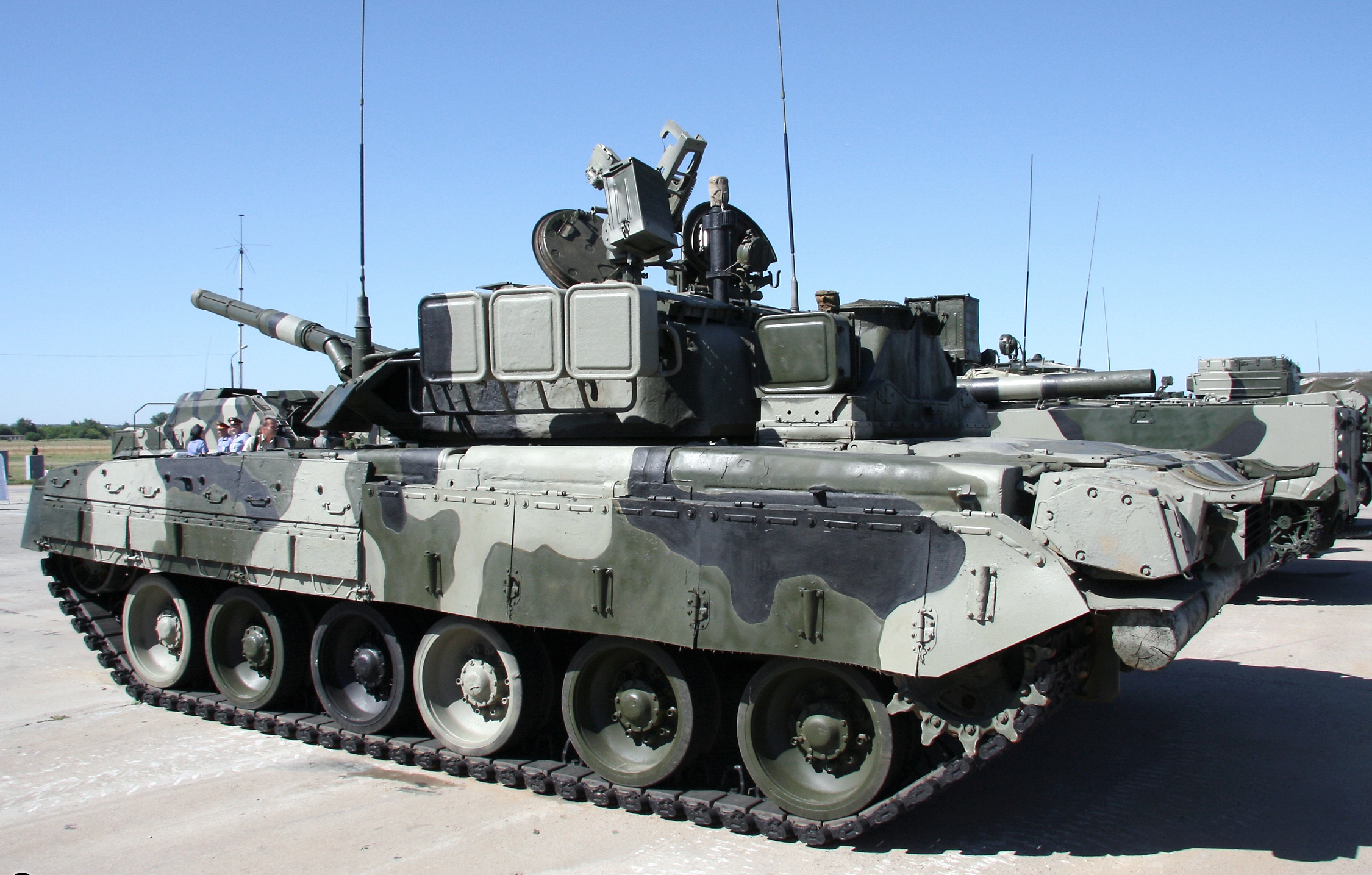 https://upload.wikimedia.org/wikipedia/commons/b/bc/T-80U_tank%2C_Engineering_Technologies_2010.jpg