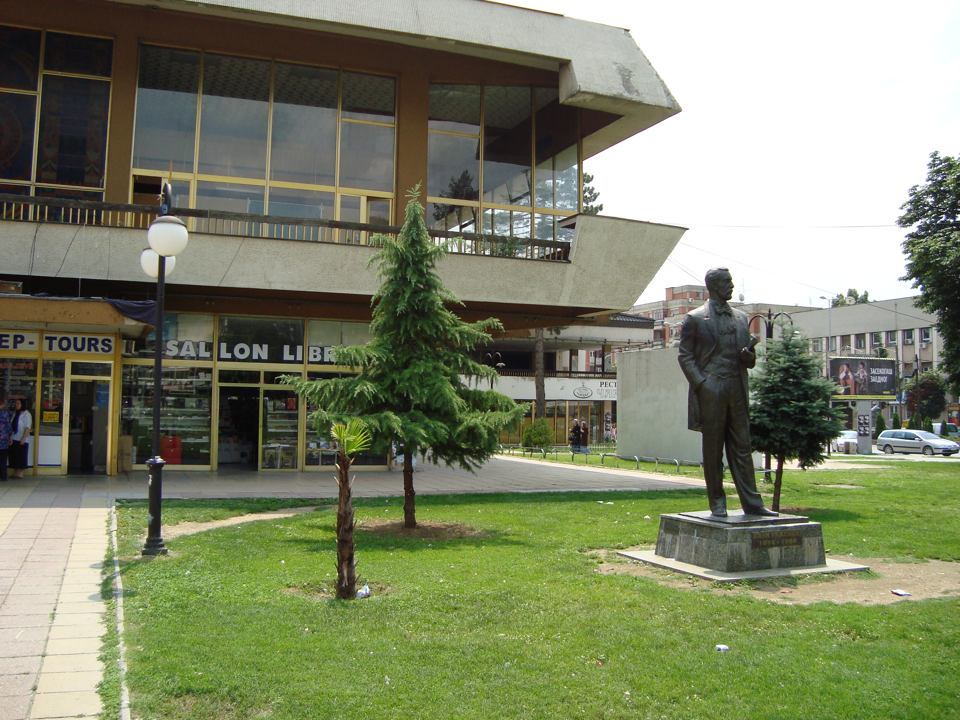 File:The park in front of the culture club in Tetovo, Macedonia.JPG ...