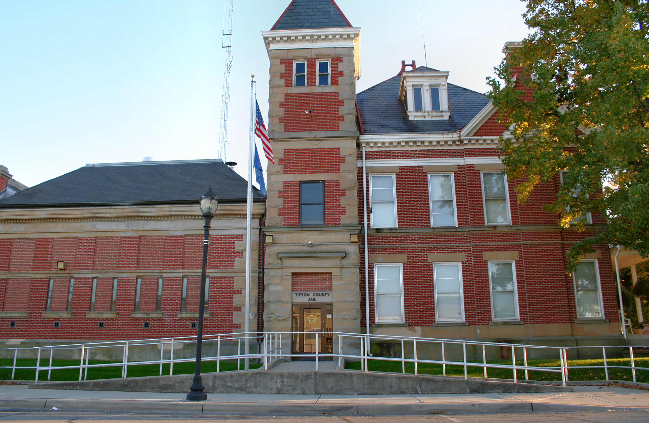 Tipton County Jail and Sheriff's Home - Wikipedia