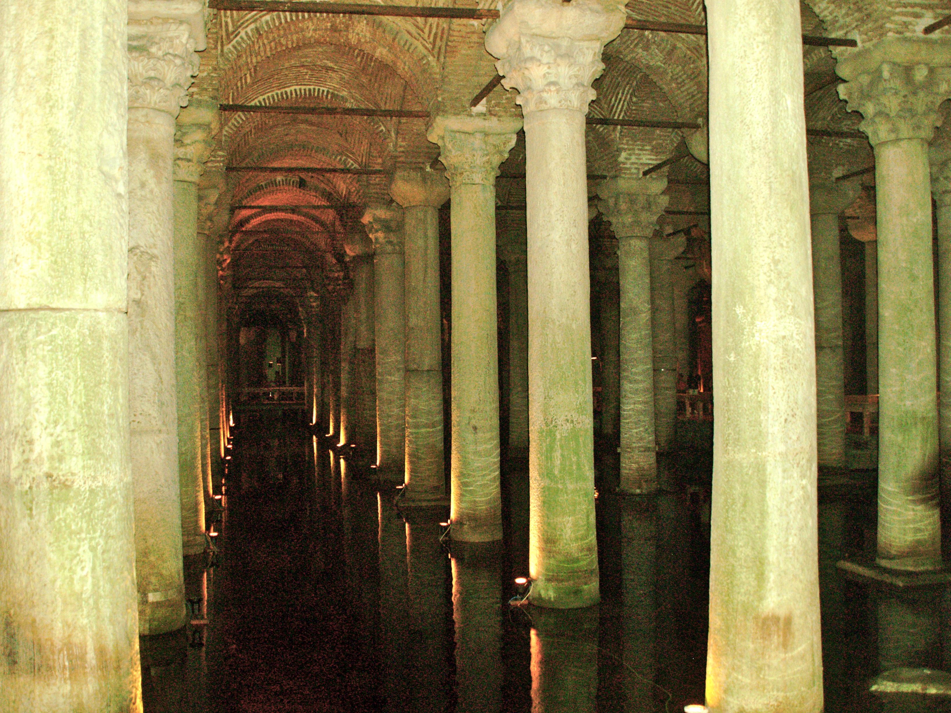File:Turkey, Istanbul, Basilica Cistern (Yerebatan Sarayi ...