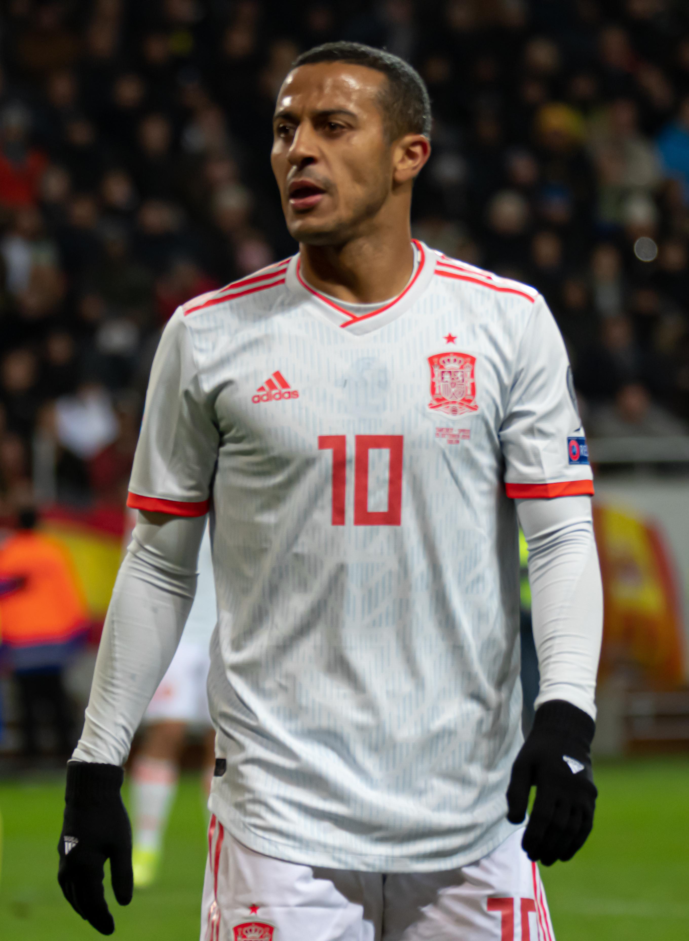 File:UEFA EURO qualifiers Sweden vs Spain 20191015 Thiago Alcantara 13  (cropped).jpg - Wikimedia Commons