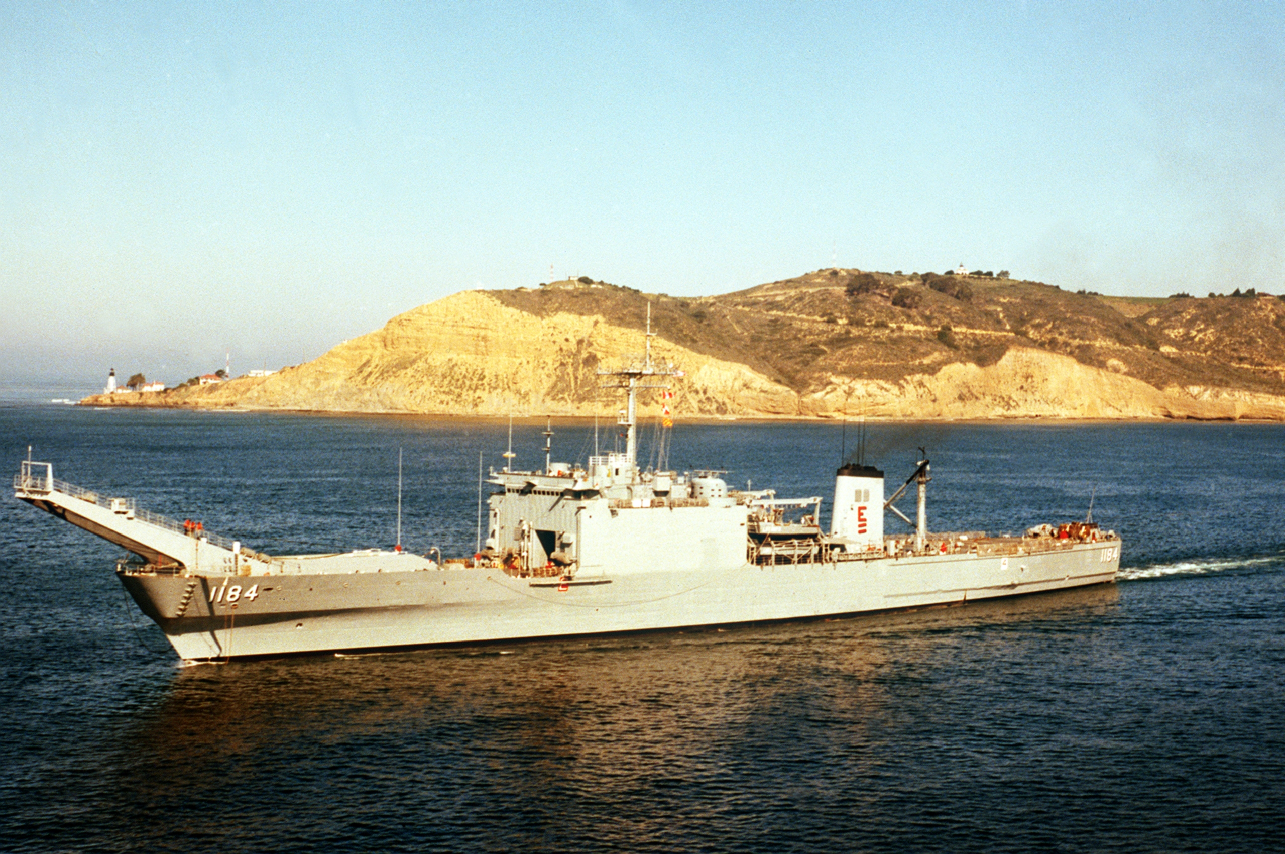 File:USS Frederick (LST-1184) underway in 1984.jpg