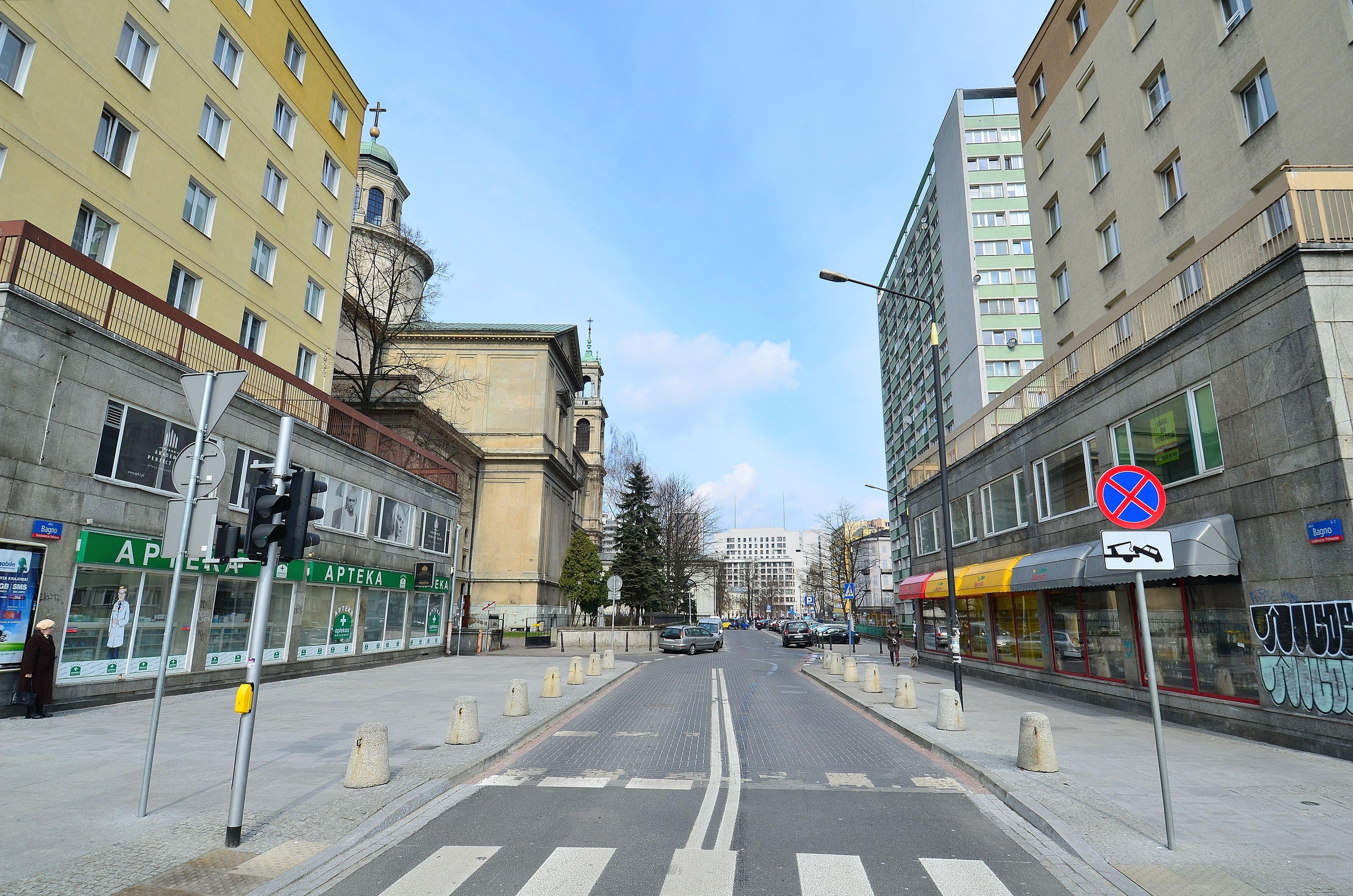 File:Ulica Bagno w Warszawie 2015.JPG - Wikimedia Commons