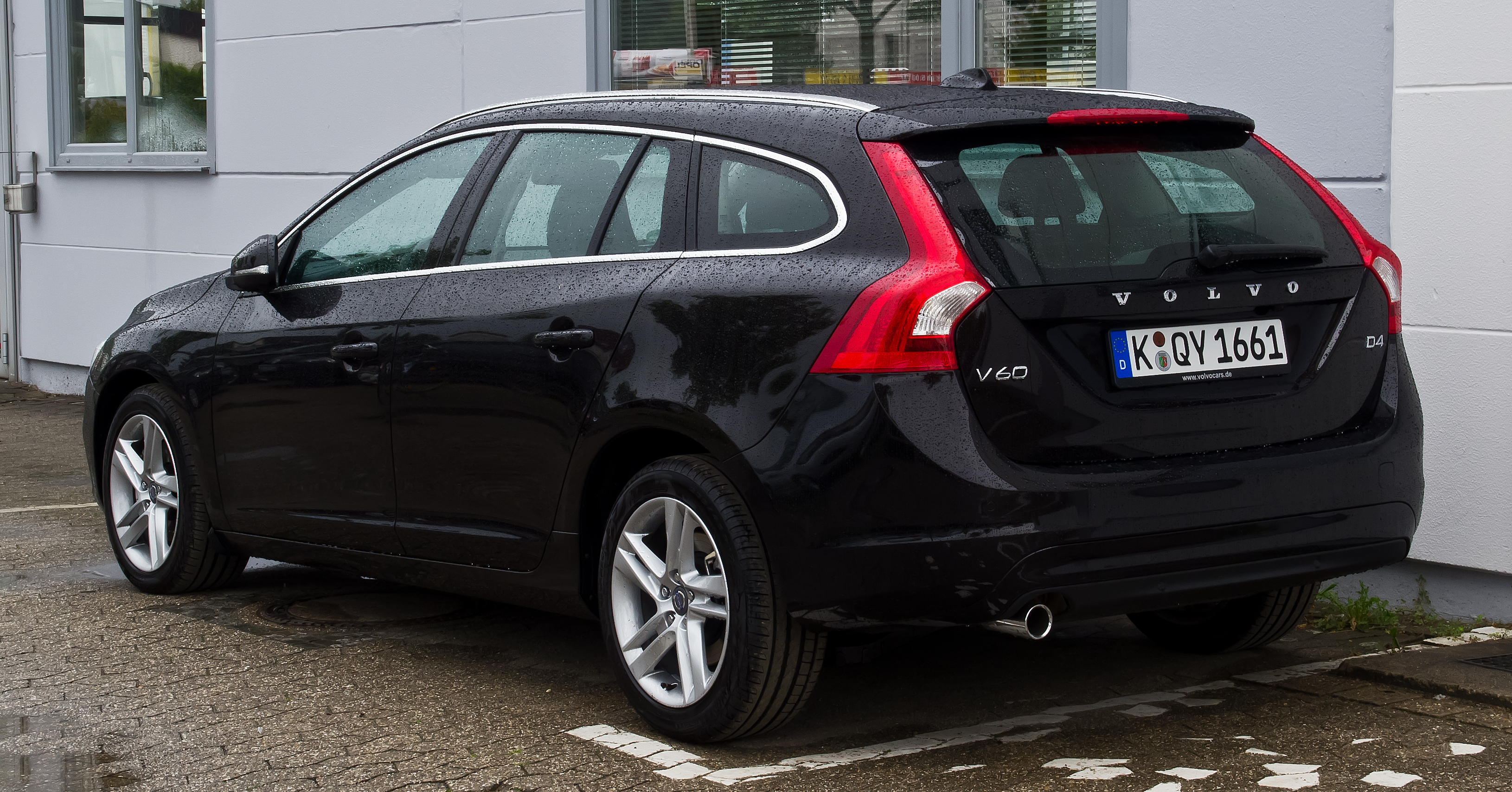file volvo v60 d4 summum facelift heckansicht 18 august 2013 wikimedia commons. Black Bedroom Furniture Sets. Home Design Ideas