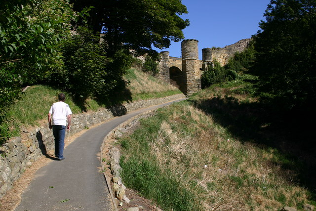 File:Walking Up to Castle - geograph.org.uk - 544155.jpg