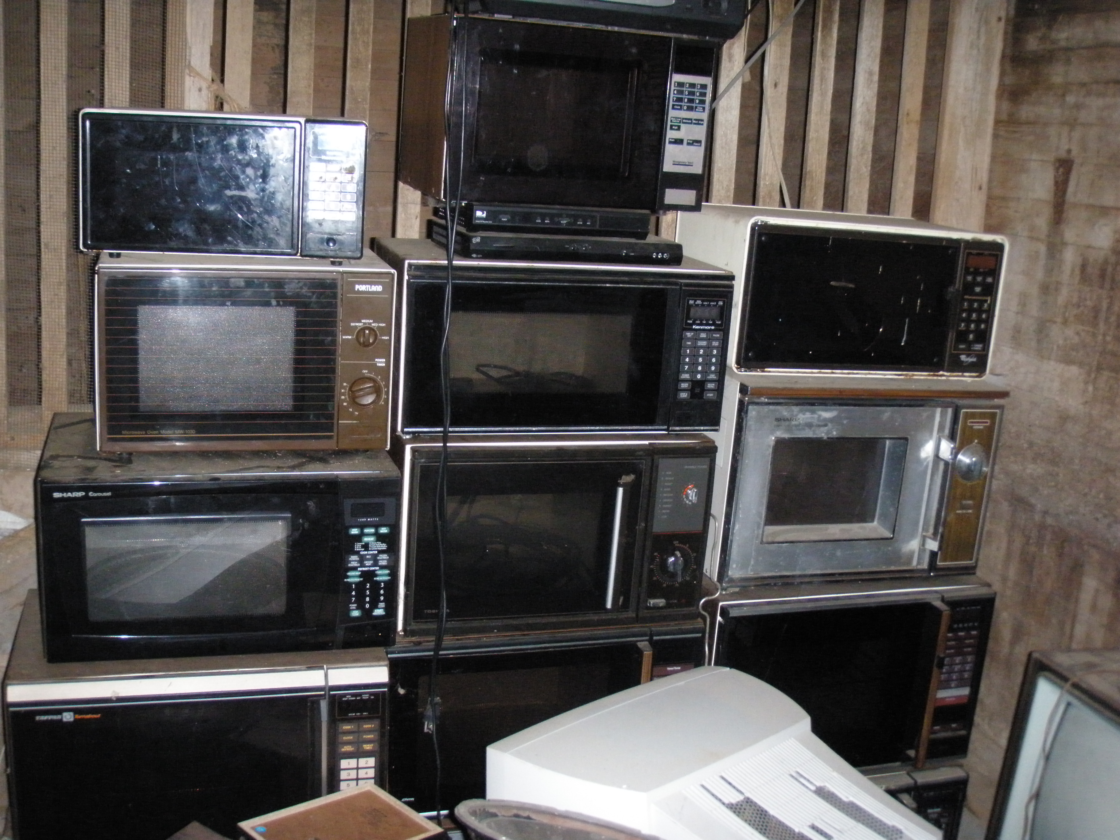 Sharp Carousel Microwave Parts File:Wall of microwaves.JPG - Wikimedia Commons