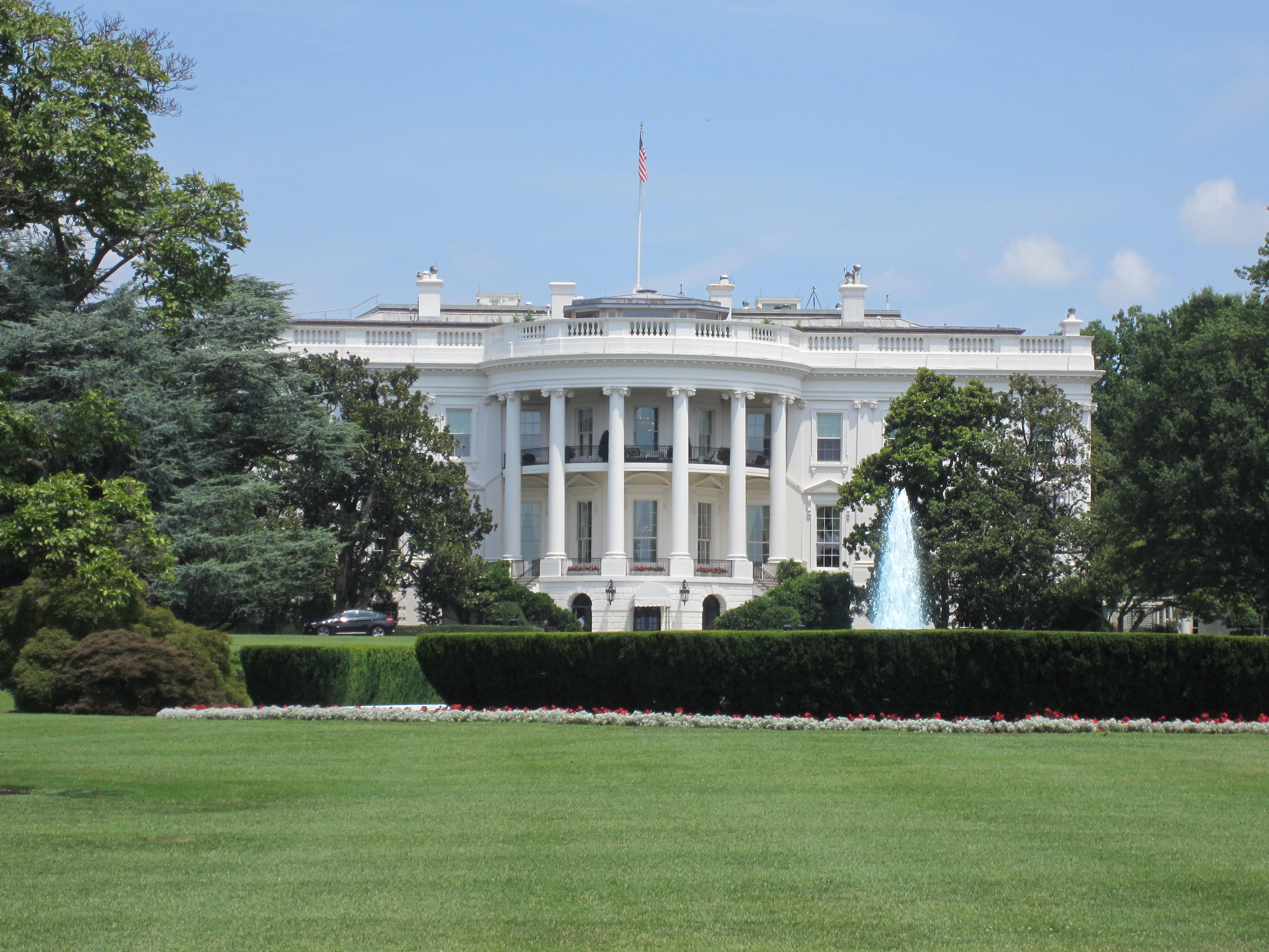 FileWhite House lawn Washington DC JPG Wikimedia mons