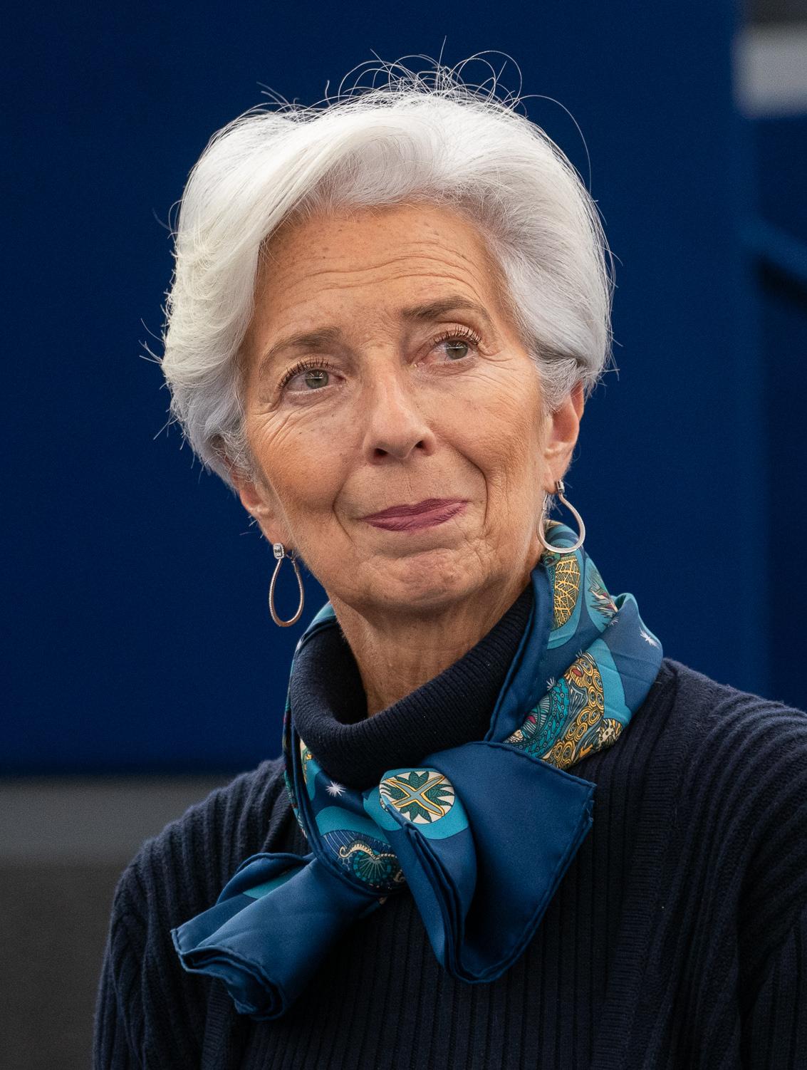 Il 64-anni 174 cm alto Christine Lagarde nel 2020
