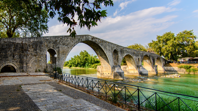 Άρτα: Στο Ιστορικό Γεφύρι της Άρτας η τελετή ορκωμοσίας της νέας Δημοτικής Αρχής