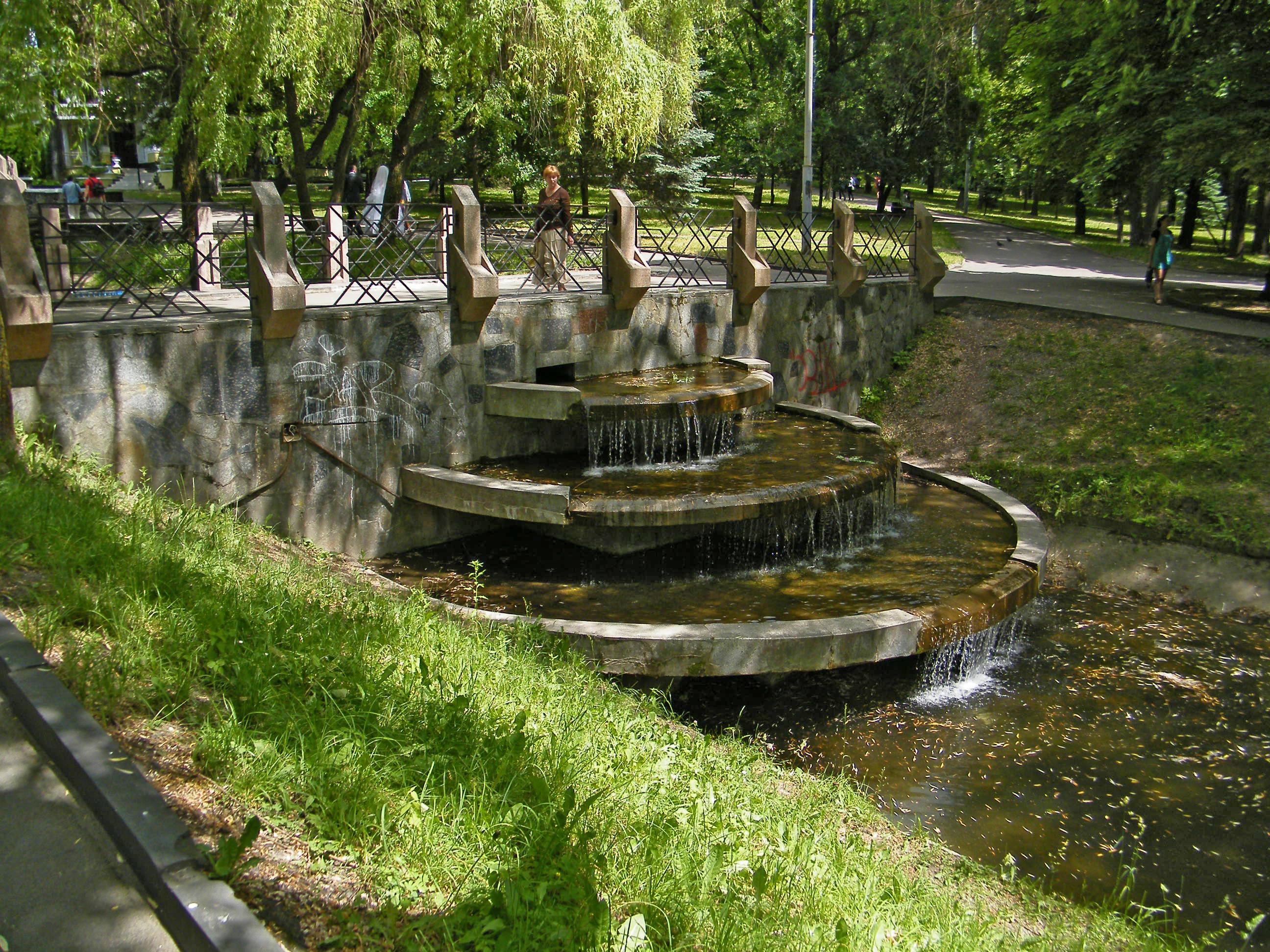 Файл:Ровно. Водный каскад в парке Шевченко..JPG — Вікіпедія