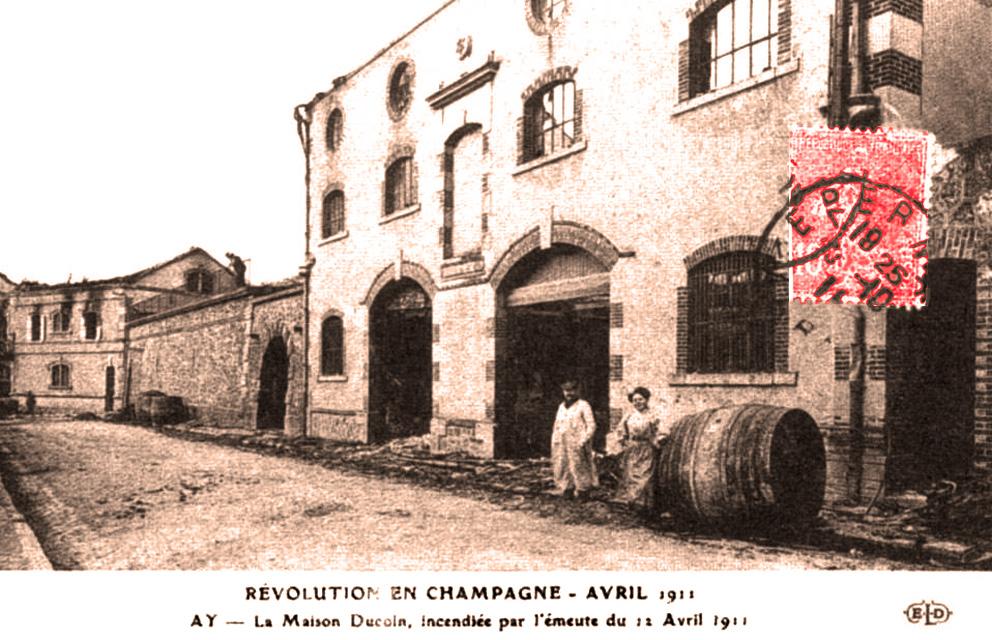 1911 Maison de Champagne de Ay incendiée par les vignerons.jpg