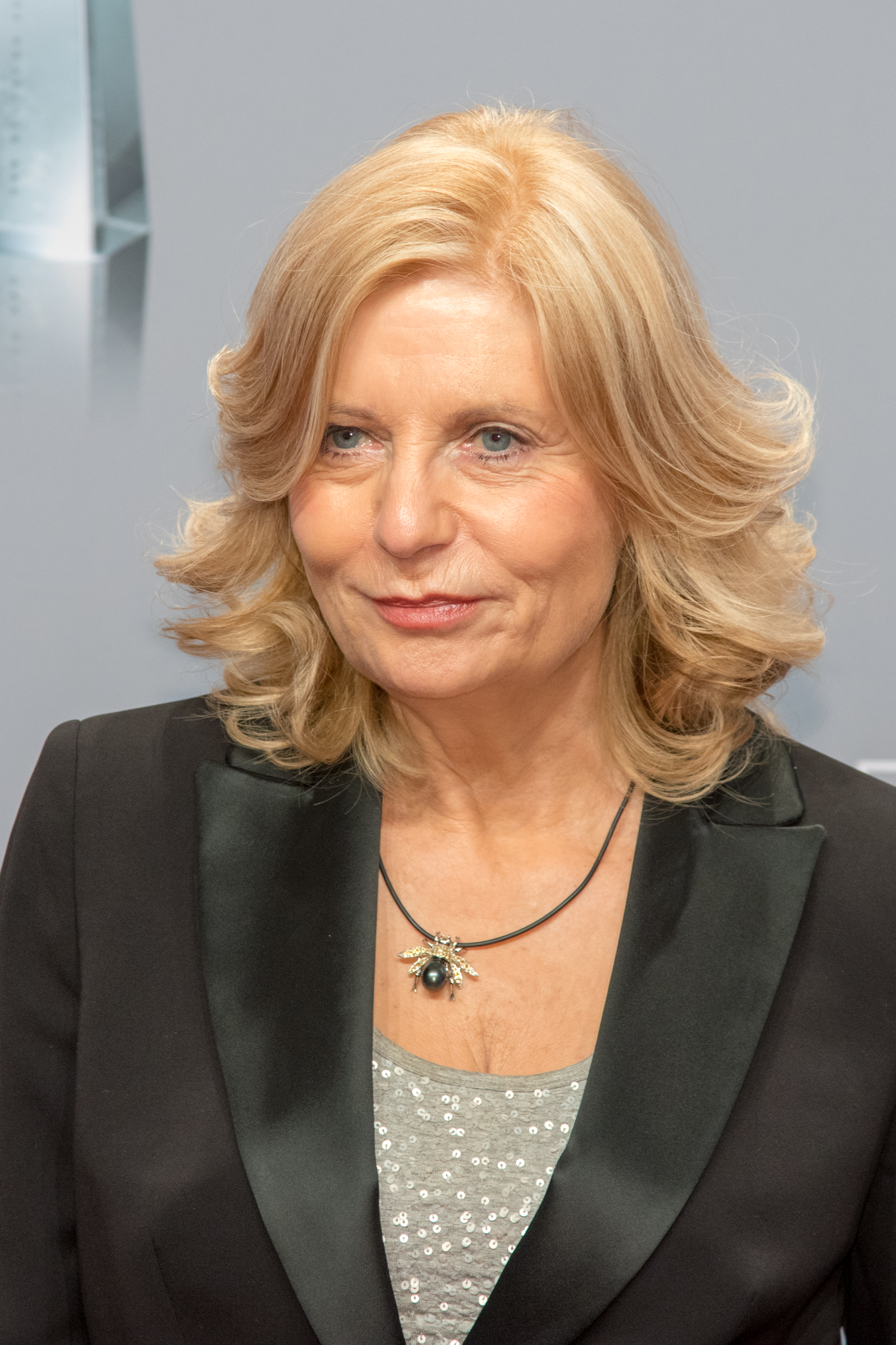 The 64-year old daughter of father (?) and mother(?) Sabine Postel in 2018 photo. Sabine Postel earned a  million dollar salary - leaving the net worth at 1 million in 2018