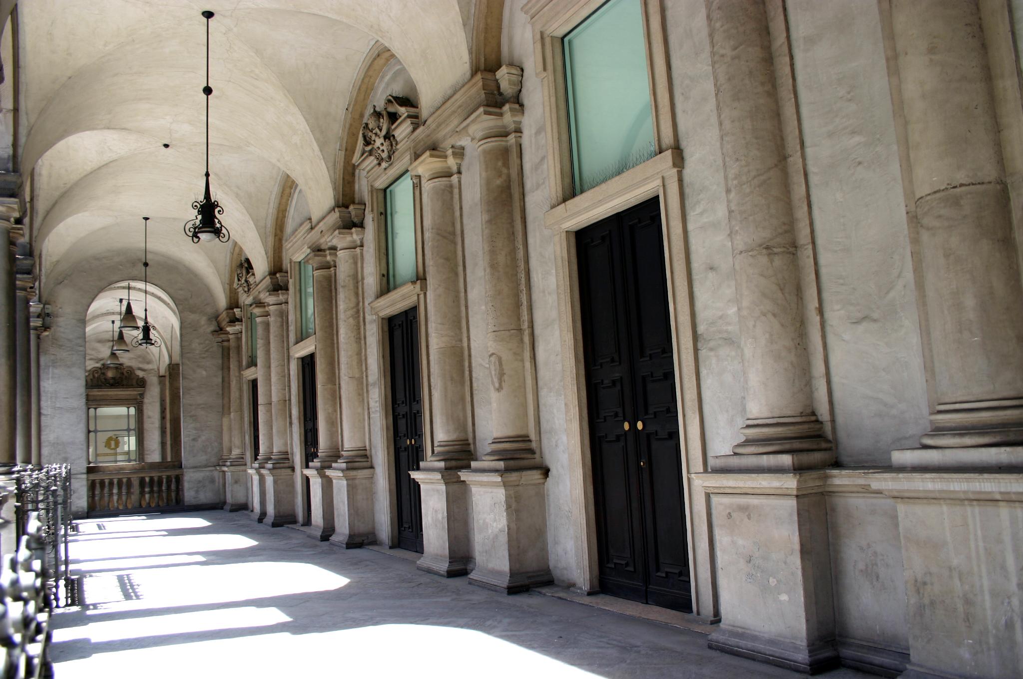 File 5079 milano palazzo dei giureconsulti foto for Palazzo 24