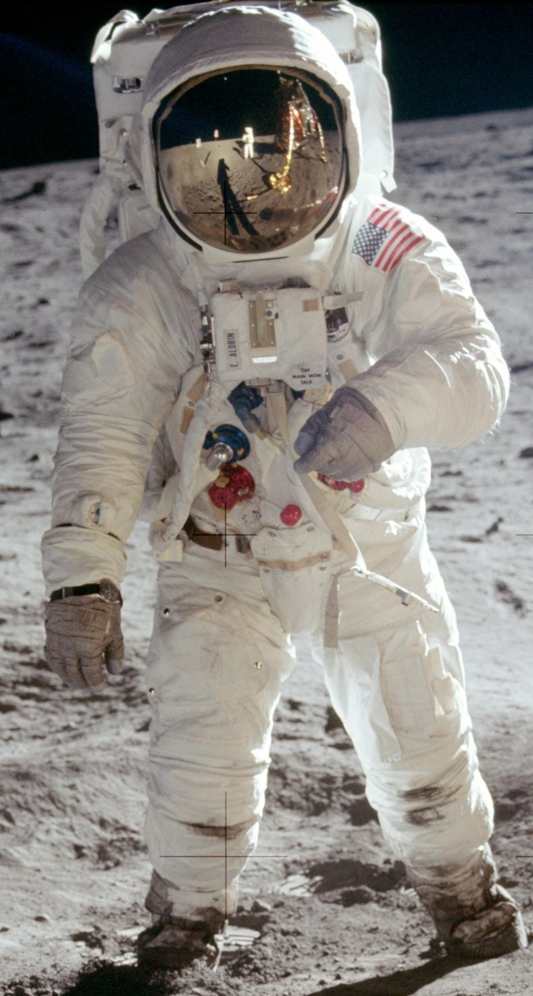 Moon landing conspiracy theories  Wikipedia